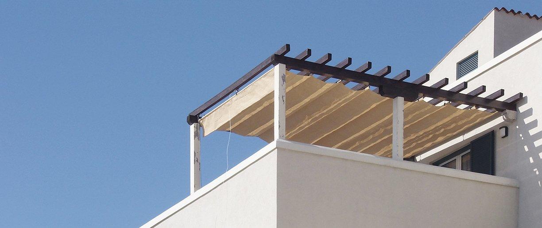 Raffbares Soliday Sonnensegel auf Balkon